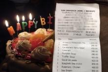 เงิบหนัก..สาวจัดวันเกิดในร้านอาหารเจอชาร์จค่าเค้กหัวละ 100!!