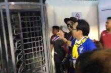 แฟนบอลไทยโวยเจ้าภาพมาเลเซีย ห้ามออกจากสนามไปซื้อน้ำดื่ม (คลิป)
