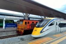 แชร์กระจาย!! ภาพความต่างระหว่างรถไฟไทยกับมาเลย์
