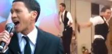 อีกละจ้า! ชาวเน็ตดราม่า'น้อย วงพรู'กระโดดขึ้นร้องเพลงบนโต๊ะอาหาร ในงานเเต่ง