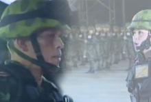 สมเด็จพระบรมโอรสาธิราชฯ ใน ชุด ฝึกทหารมหาดเล็กราชวัลลภ รักษาพระองค์
