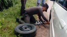 ตำรวจของปวงชนยอดวิวทะลุแสน ตำรวจสตูลช่วยซ่อมรถประชาชน(คลิป)