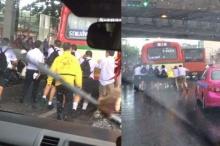 โลกโซเชียลแห่ชื่นชมกลุ่มนักเรียนมัธยมฯ เข็นรถเมล์เสียกลางสายฝน!