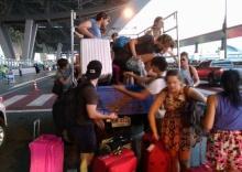 น้ำใจงามคือไทย!! หนุ่มช่วยนักท่องเที่ยวหลังเจอรถตู้ทิ้งไว้กลางทาง