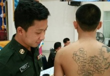 เกณฑ์ทหารวันสุดท้าย พบชายสักรูปพระพักตร์สมเด็จพระเจ้าอยู่หัว และรูปแผ่นดินไทย