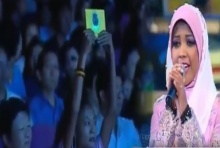จับใจ นักร้องชาวอินโด ขับขานเพลงถวาย ในหลวง ซาบซึ้งถึงพลังศัทธา....(คลิป)