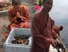 พ่อพระของแท้ พระสงฆ์ซื้อล็อบสเตอร์กว่า 600 ปอนด์ปล่อยมหาสมุทร