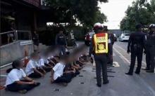 นักเรียนหรือนักเลง!! สังคมออนไลน์เผยแพร่ภาพ ตร.สกัดจับ เด็กช่างพร้อมอาวุธครบมือ! ก่อนเตรียมยกพวกตีกัน!