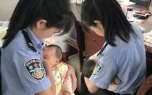 ตำรวจหญิงป้อนนมจากอกให้ลูกน้อยวัย 4 เดือนของผู้ต้องหาที่กำลังถูกพิพากษาในศาล