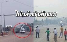 อึ้งทั้งบาง! เศรษฐีจอด ฮ.กลางถนน ทำจราจรติดขัด พอชาวบ้านเห็นหน้า ไม่กล้าด่าสักคน! (คลิป)