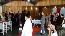 เหวอทั้งงาน! บ่าวสาว กำลังเข้าพิธีแต่งงาน อยู่ดีๆมีเสียงครางกระเส่า ดังกระหึ่มทะลุลำโพง!? (คลิป)