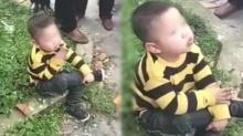 หือออ!! เด็กชายนั่งสูบบุหรี่หน้าตาเฉย ผู้ใหญ่ยืนดูเพียบ?