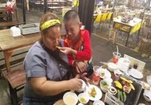 เรื่องสุดซึ้งเรียกน้ำตา!!แม่ตาบอดอยากให้ลูกได้กินของดีๆสักมื้อ!!