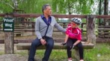ย้อนชมคลิปสายใยอบอุ่นพ่อ-ลูก สมเด็จพระบรมฯ ทรงพาองค์ที ทรงม้าและทรงขี่จักรยานในวันหยุด