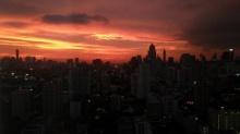 ฮือฮา! ท้องฟ้าสีแดง ปรากฏการณ์ธรรมชาติ ที่คนโบราณเชื่อว่าวันต่อมาจะมีพายุ