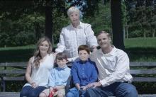 เฟลขั้นสุด!! จ้างตากล้องถ่ายรูปครอบครัว ส่งงานให้ดูถึงกับช็อก!! อ้างแสงไม่ดีไม่ได้รีทัช