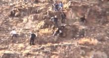 ช็อคสติหลุด!! กลุ่มคนกำลังปีนหน้าผา แต่เกิดเหตุไม่คาดฝัน หันมาอีกที เพื่อนกำลังจะกลายเป็นอาหารนก