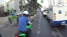 ขี่ bigbike ไปเล่นโทรศัพท์ไป พอมีเตือนเจอตอกกลับแบบนี้ !! (คลิป)
