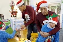 """น่ารัก!!ย้อนชม"""" ร.10"""" ทรงร่วมฉลองวันคริสต์มาสกับ """"พระองค์เจ้าทีปังกรฯ(มีคลิป)"""