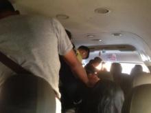 ชาวเน็ตแห่แชร์ภาพคนยืนบนรถตู้ บ่นเข้าใจถึงเต็มก็ต้องไป เหตุรถบัสไม่มี