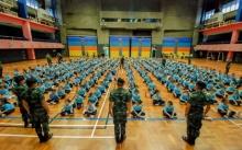 วิจารณ์สนั่น!!!! โรงเรียนประถมชื่อดัง ให้ทหารร่วมปฐมนิเทศน์ฝึกเด็กนักเรียน