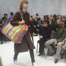 เริ่ดป่ะ!! Balenciaga เผยโฉมคอลเลคชั่นใหม่กระเป๋าหรือถุงกระสอบไทย