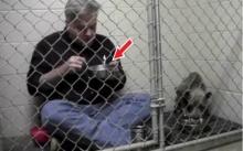 หนุ่มยอมเข้าไปกินข้าวกับสุนัขในกรง ใครๆต่างมองว่าเขาบ้า!! แต่เมื่อรู้เหตุผลที่ทำ? ถึงกับอึ้ง!!