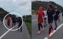 """""""สาวใส่ชุดสีแดง"""" วิ่งตีคู่พี่ตูนคือใคร? พอได้ยินเสียงคุยกัน น้ำตาไหลสุดยอดแรงบันดาลใจ!!"""