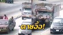 สยองกลางเมือง! นาทีระทึก รถสิบล้อเบรคแตกพุ่งชนปิคอัพจอดติดไฟแดง ร่างคนลอย (คลิป)