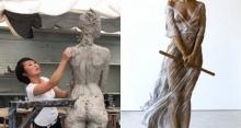 ศิลปินสาวค่อยๆแกะสลักรูปปั้น หญิงสาวงาม พอทำเสร็จ เเทบไม่อยากจะเชื่อสายตา!