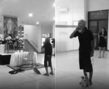 คลิปเรียกน้ำตา!! ลุงยืนเป่าเมาท์ออร์แกนแสดงอาลัยหน้าพระบรมฉายาลักษณ์