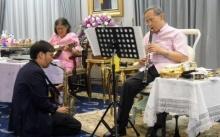 ปวงประชาน้ำตาไหล ในหลวงทรงดนตรีพร้อมพระเทพ ณ รพ.ศิริราช