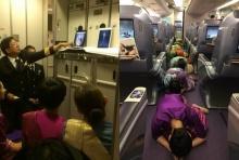 """""""กัปตัน-ลูกเรือ"""" การบินไทยร่ำไห้ ก้มกราบพระบรมฉายาลักษณ์ ที่เปิดจากไอแพด"""