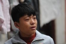 เด็กชายยอดกตัญญู ต้องลาออกจากโรงเรียน มาทำงานหาเงิน เป็นค่าผ่าตัดให้แม่ที่ป่วย