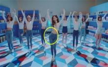ชาวเน็ตจ้องหนัก?!  หลัง นักร้องสาว โชว์เต้นเสื้อยืดกางเกงยีนส์ปกติ! แต่หลายคนอดโฟกัสจุดนี้ไปไม่ได้