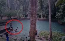หนุ่มวัยรุ่น 10 คน ลงเล่นน้ำในบ่อเก่ากลางป่า สุดท้ายเกิดเรื่องไม่คาดฝันจังๆ !!!