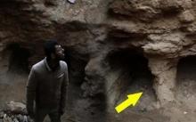 เจ้าของบ้านผงะแรง!! ฝนตกหนัก ชะล้างดินสวนหลังบ้าน พบสิ่งน่าขนลุกอายุกว่า 2,000 ปี โผล่ออกมา?