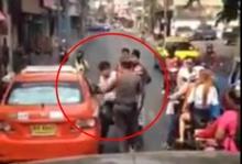 เคลียร์ไม่ลงตัว แท็กซี่สุดฉุนวิ่งต่อยตำรวจ..แต่โดนแบบนี้เอง