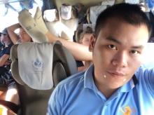 หนุ่มไทยโวย เจอฝรั่งหน้าสวย วางเท้าพาดที่พิงหัวบนรถทัวร์ (คลิป)