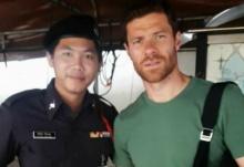 โซเชียลแตก!'ชาบี อลอนโซ่'มาเที่ยวพักผ่อนเมืองไทย เผยภาพถ่ายคู่ตำรวจที่วัดพระแก้ว