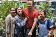 ประมวลภาพภาพ เดวิด เบ็คแฮม มาไทย ถ่ายรูปกับชาวบ้านเป็นกันเองสุดๆ