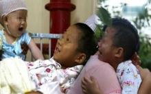 2 พี่น้องเป็นโรคตับแข็ง พ่อแม่ตัดสินใจช่วยคนน้องไว้ พอพี่ชายวัย 8 ขวบรู้ กลับทำสิ่งนี้?