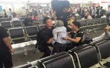 คุณยายอายุ 80 ขึ้นรถไฟไม่ทัน แต่ตำรวจทำเช่นนี้? ทำเอาซึ้งจนน้ำตาไหล..(มีคลิป)