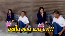 ความงามในสังคม! สาวแบงค์ พักเที่ยง ร้องเพลงช่วยเหลือคนพิการ แบบไม่รังเกียจ(คลิป)