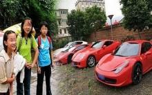 เธอคลอดลูกสาวติดกัน 6 คน พ่อแม่อายจนไม่กล้าสู้หน้าใคร หลายปีผ่านไปหน้าบ้านมีรถหรูจอดอยู่ 6 คัน!