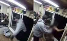 หนุ่มหื่นถือมีดปล้นร้านกาแฟ พบบาริสต้าสาวอยู่ในชุดบิกินี่ ก่อนจะลากไปปล้นสวาท!!?