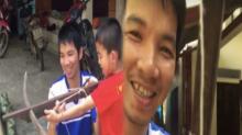 สายโหด! พ่อจับลูกชายถอนฟันด้วยวิธีสุดอึ้ง ใจไม่ถึงทำไม่ได้ (คลิป)