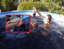 พิลึก!! หนุ่มมะกันเทโค้กลงสระอาบน้ำ นอนแช่โชว์อวดโซเชียล