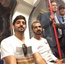 แชร์สนั่น !!  เจ้าผู้ครองนครดูไบ โดยสารรถไฟใต้ดินในฉลองพระองค์แบบสามัญชน