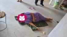 ยิ่งกว่าช็อก? ตำรวจพบ หญิง เมาหลับไม่รู้เรื่องข้างถนน อดทนรอจนเจ้าตัวตื่นถึงกับผงะแรง?